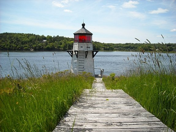 squirrel-point-light-maine-lighthouse-trail