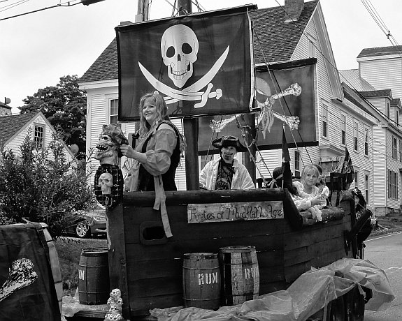 emm-pirate-story-eastport-pirate-festival-parade-float